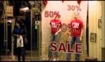 Распродажа одежды в магазине